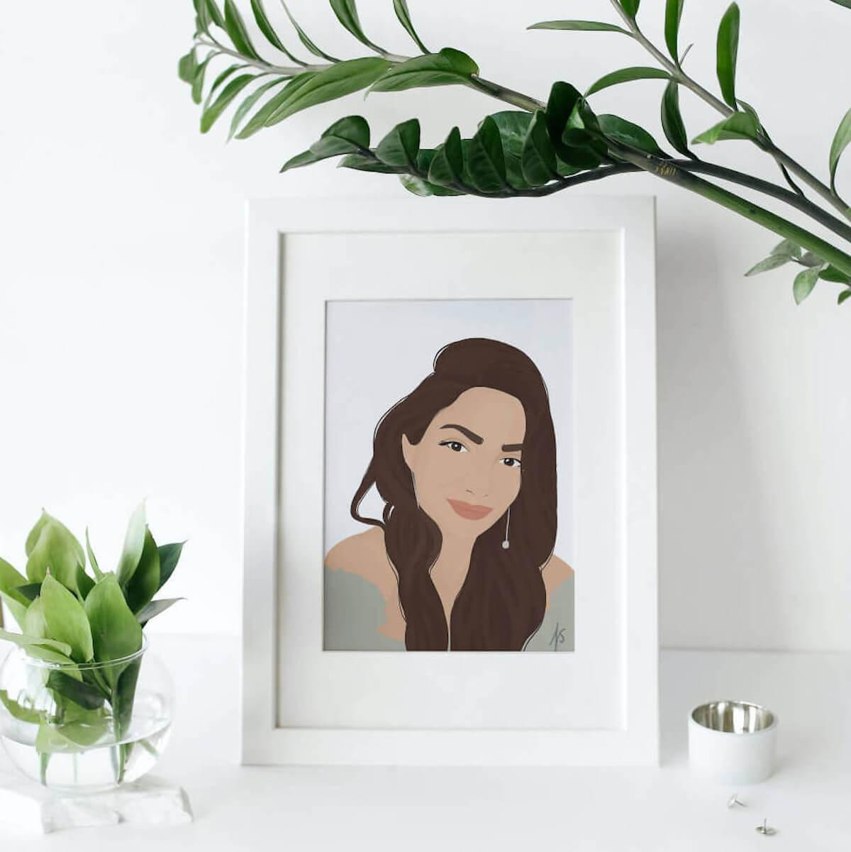 Jennifer Szeli im Porträt an der Wand lehnend